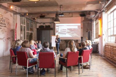 """Dass auch eine gelungene Website ein Schlüssel zum Erfolg ist, vermittelte Christina Diehl den Teilnehmerinnen in ihrem Workshop """"Ihre Website als Aushängeschild"""""""