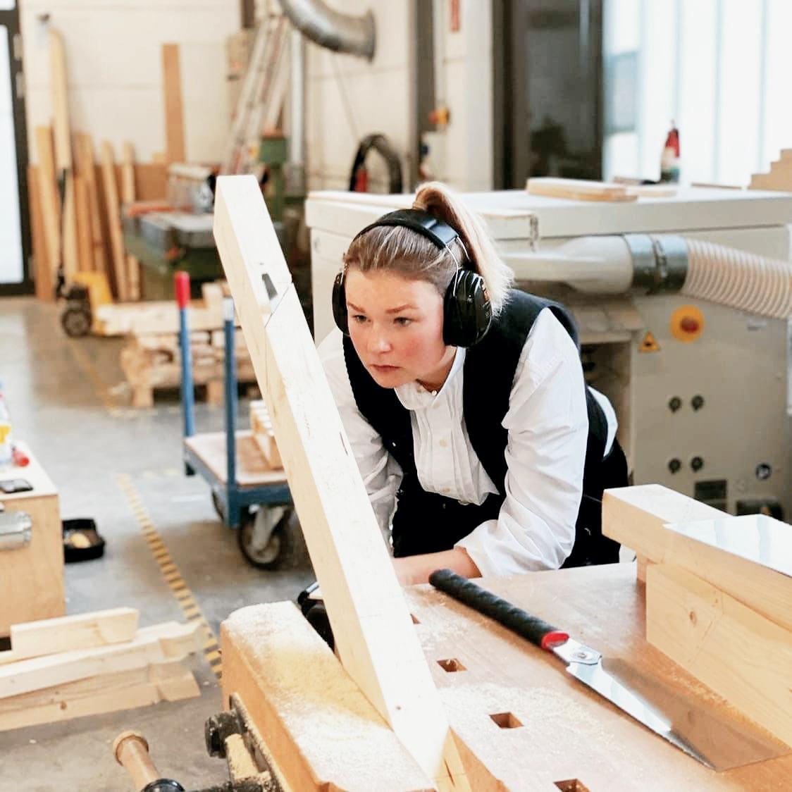 Frauen im Handwerk: Zimmerin Cecilia Schowwe