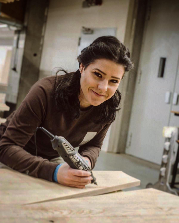 Frauen im Handwerk: Auszubildende Schreinerin Leah Stefan